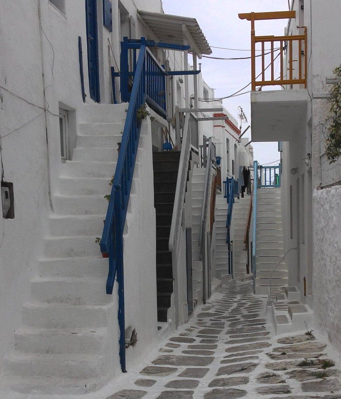 תמונה של המדרגות בין הבתים
