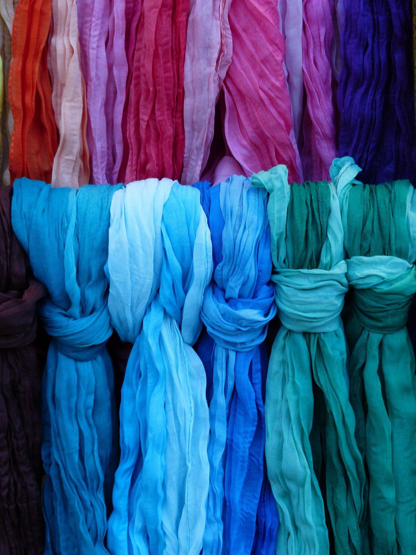 צעיפים צבעוניים