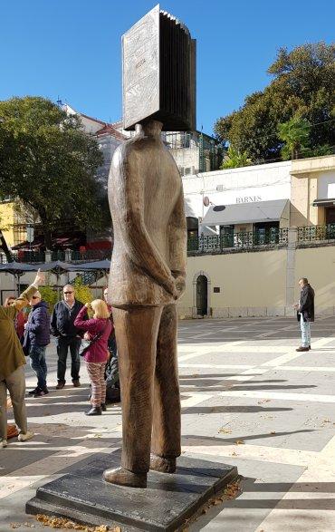 פסואה - המשורר הפורטוגלי הנערץ