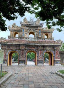 אחד מהשערים למצודה המלכותית בהואה